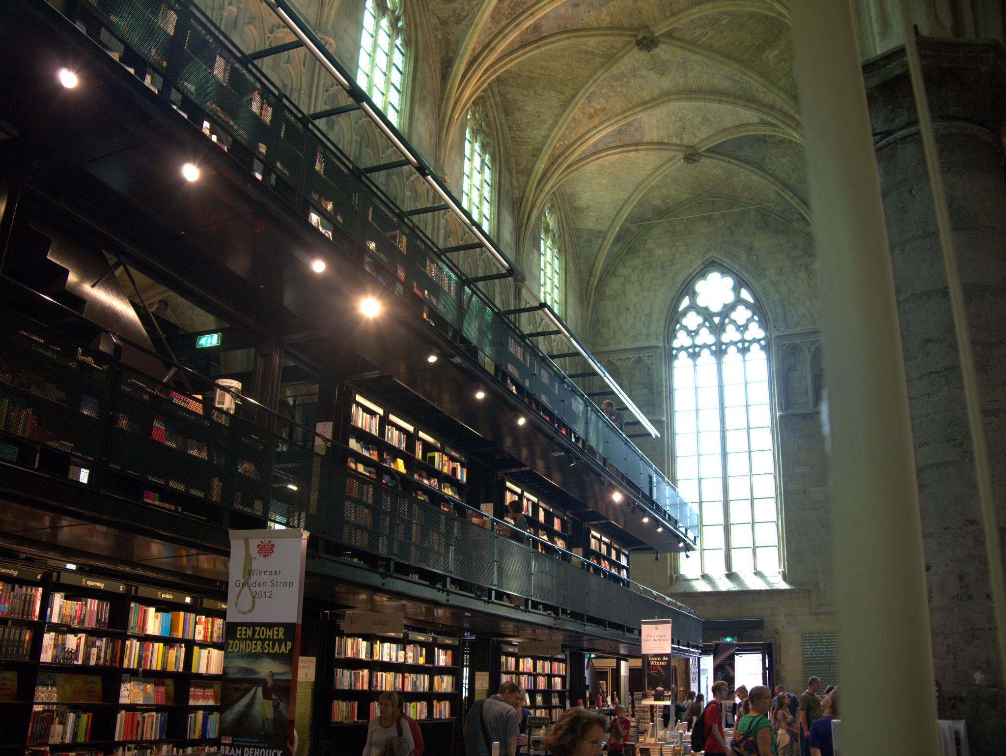 Die schönste Buchhandlung der Welt – in einer 800 Jahre alten gotischen Kirche