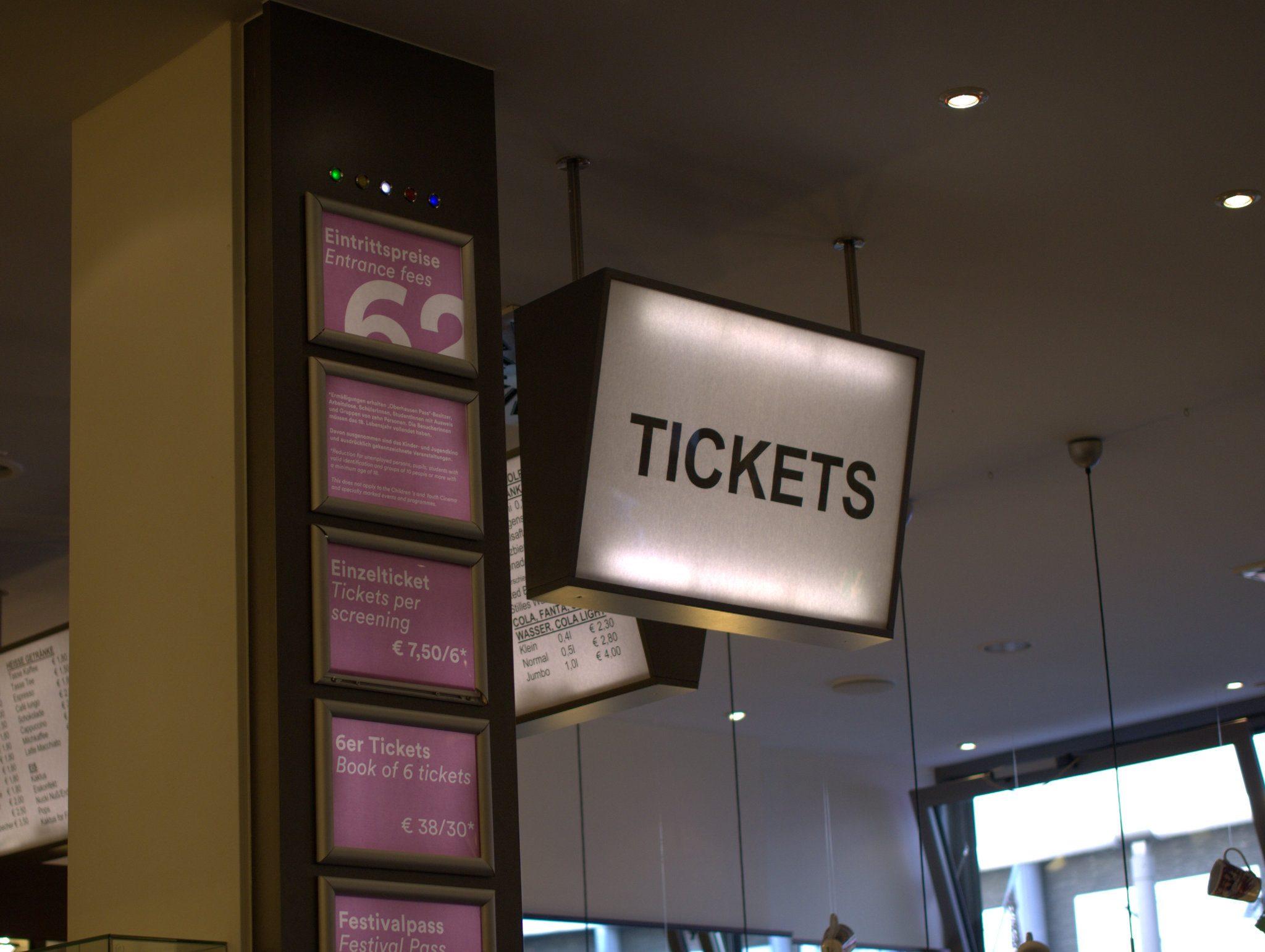 Hier gibt's Tickets für die Lichtburg.