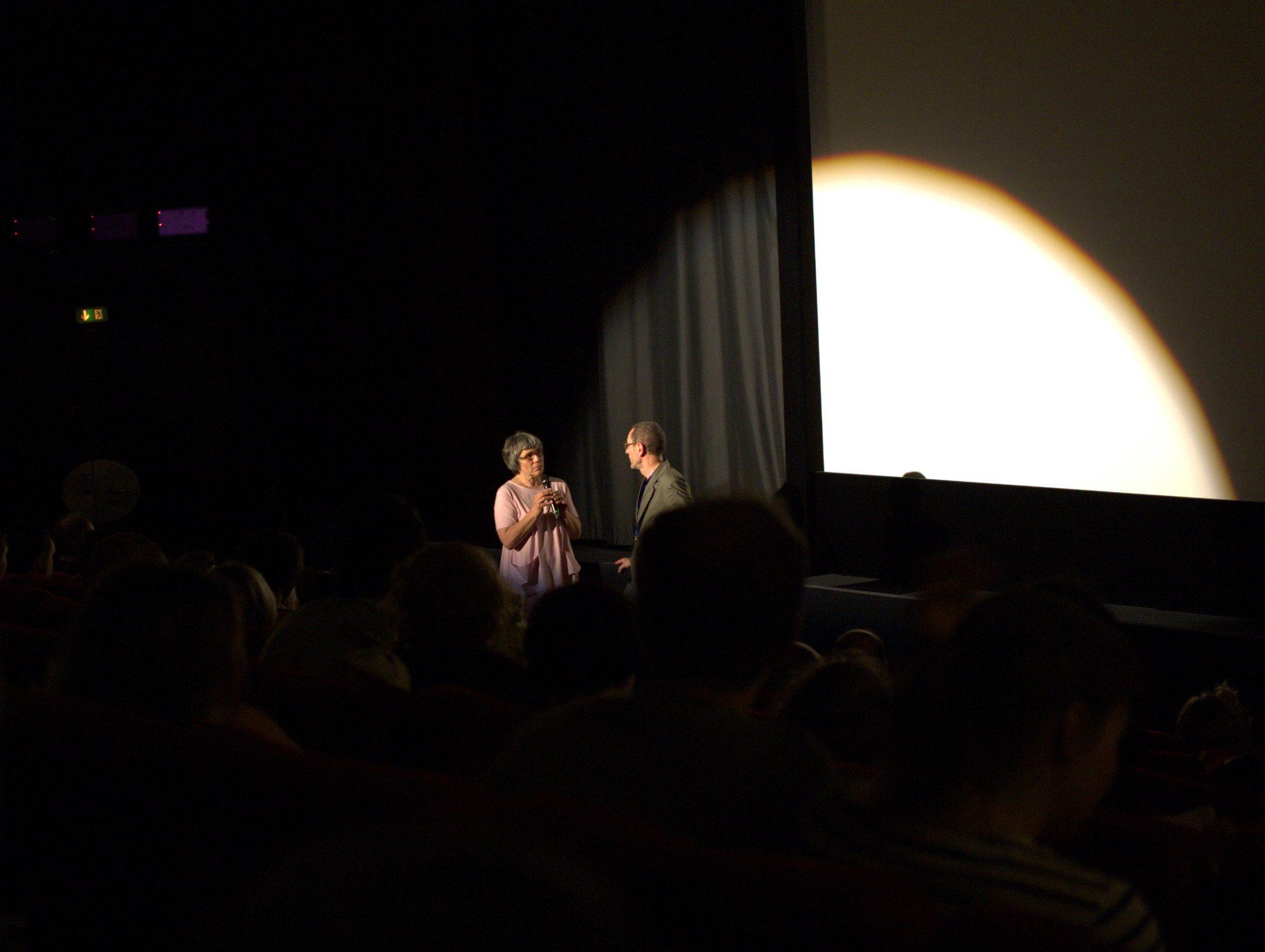 Die Filmemacher erzählen jeweils kurz über ihr Werk, bevor's losgeht.