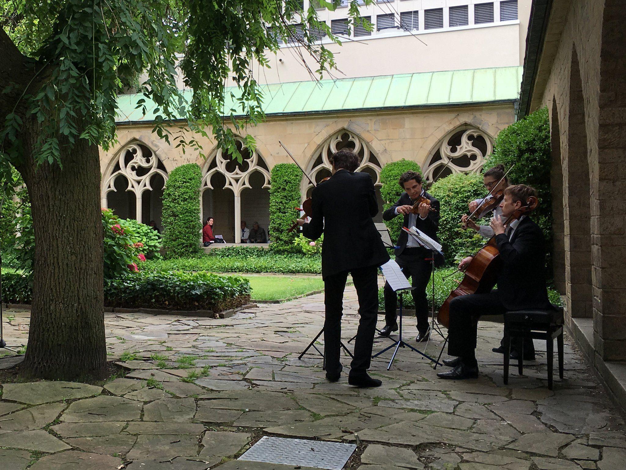 """""""Bermuda 4"""" steht für ein Streichquartett mit Stimmführern der Bochumer Sinfoniker."""
