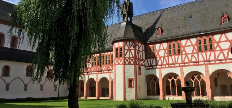 Unterwegs: Kloster Eberbach und der Name der Rose
