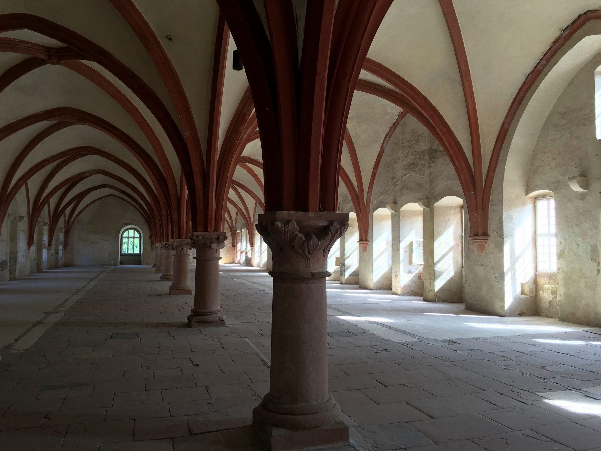 """Im Film """"Der Name der Rose"""" das Skriptorium, eigentlich aber der Schlafsaal (Dormitorium) der Mönche."""