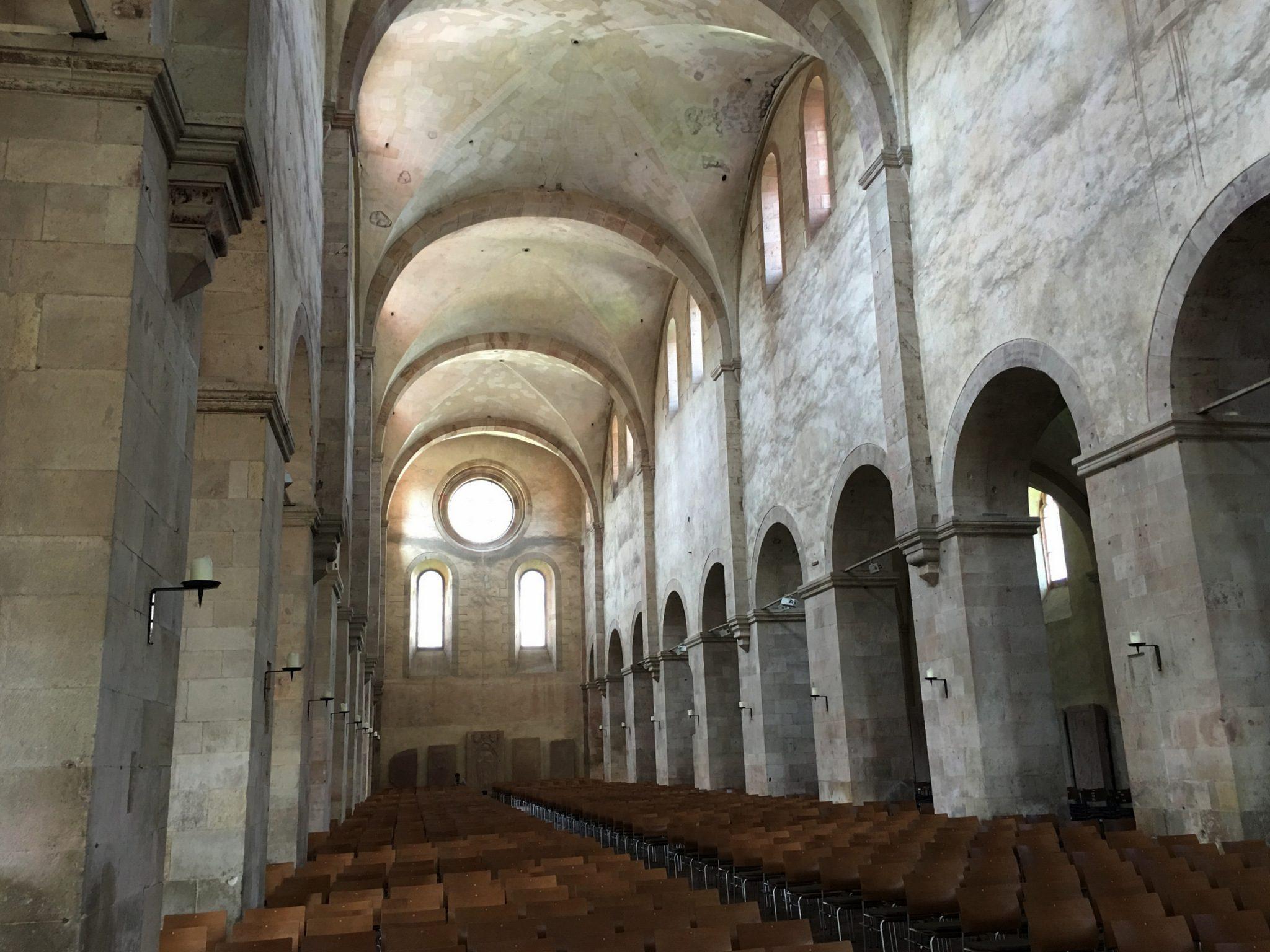 Die schlichte, aber beeindruckende Basilika.