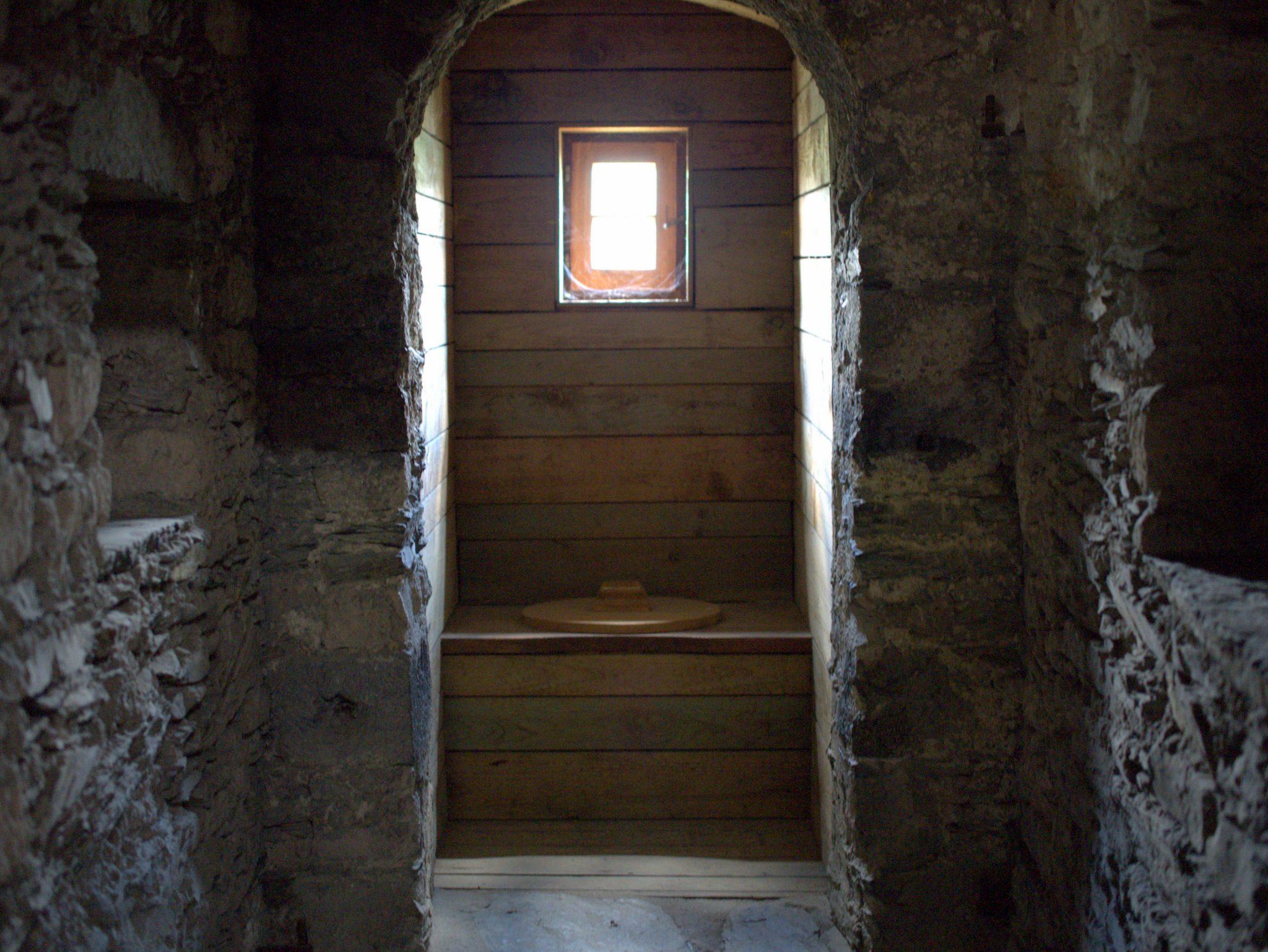 Klar: ein Lokus. Hier auf der Burg gab's sogar drei davon.