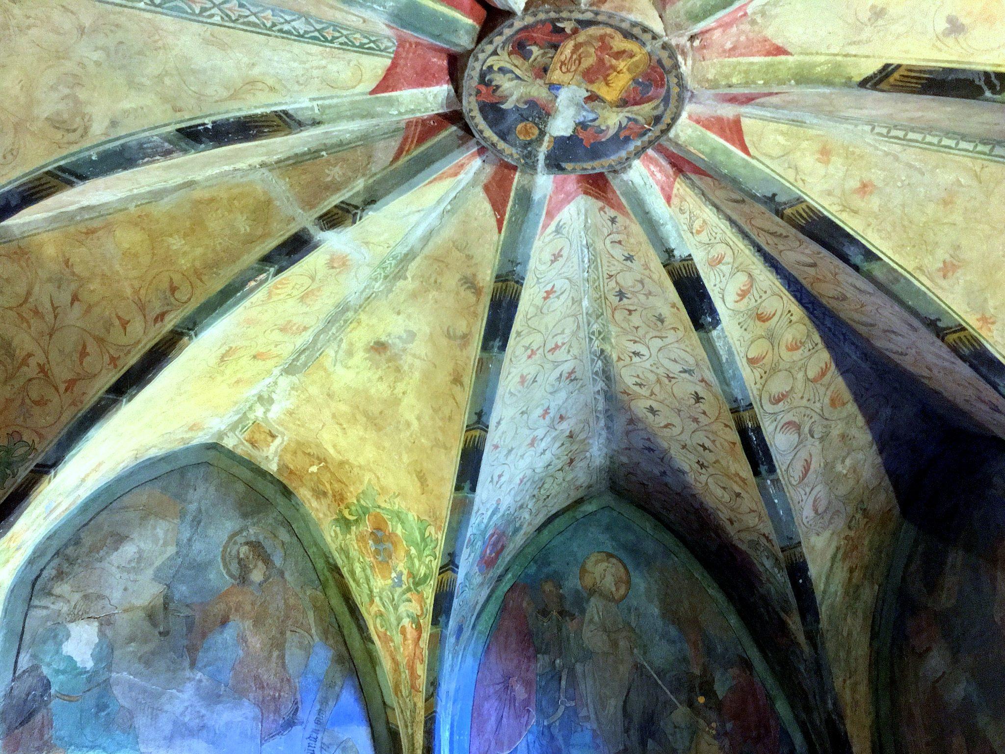 Blick an die Decke der kleinen Kapelle.