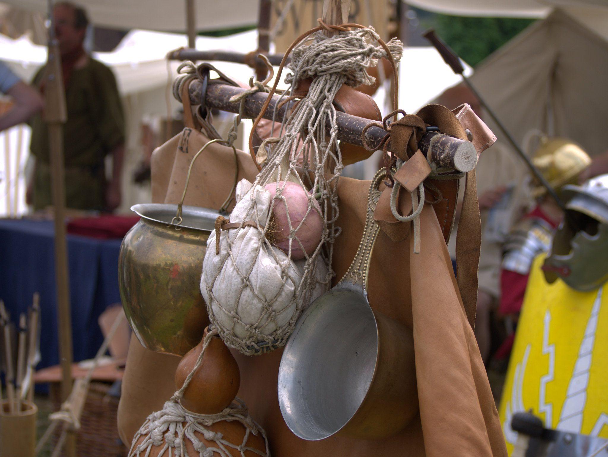 Teile des Marsch-Equipments von einem römischen Soldaten.