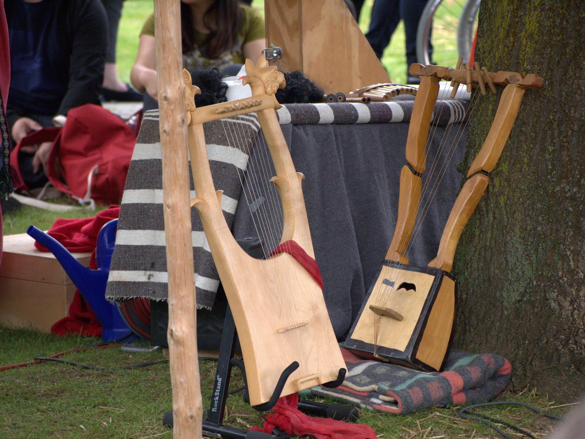 Auf Basis historischer Funde gibt es auch rekonstruierte Instrumente.