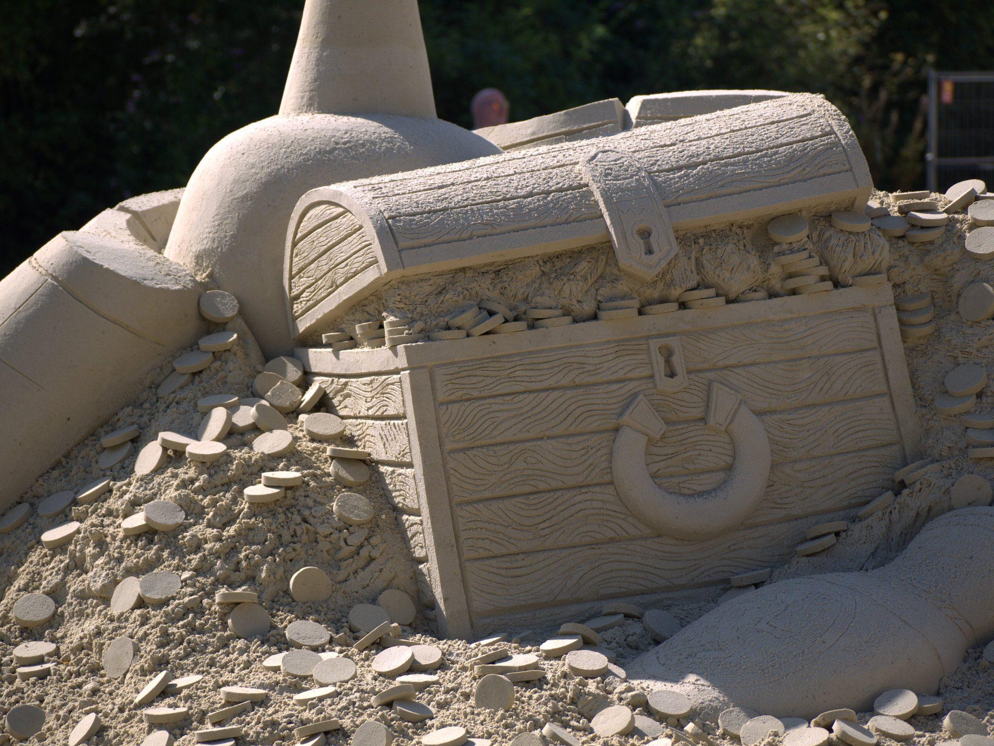 Wow: eine Kiste voller... Sand!