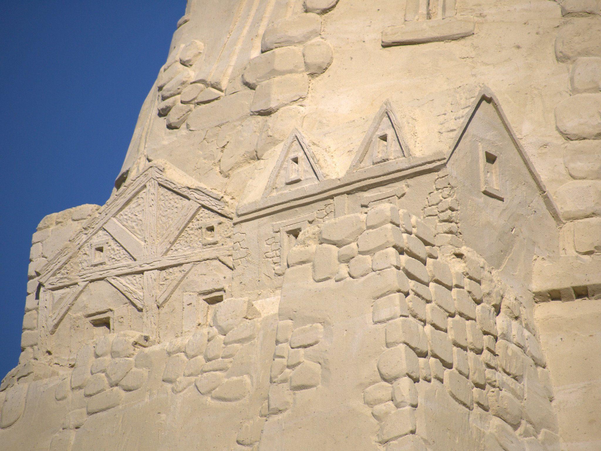 Strukturen machen Fachwerk, Steine, Holz sichtbar.
