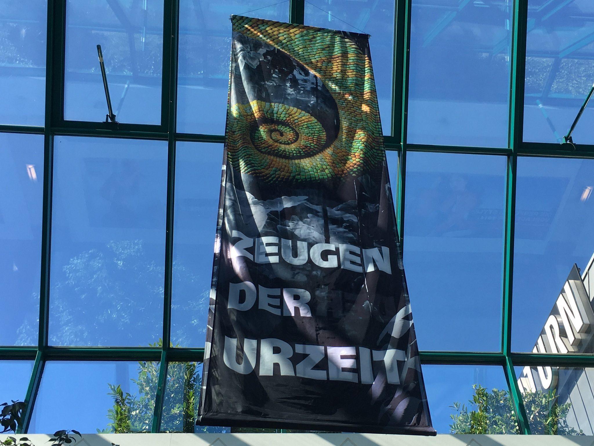 Mehrere Banner im ganzen RRZ.