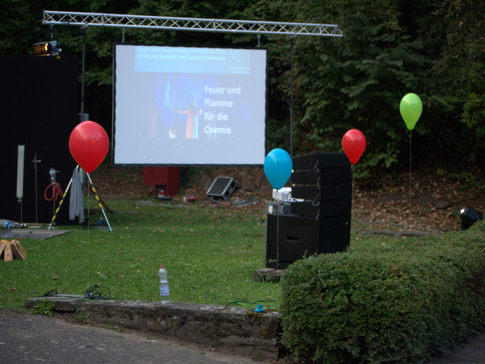 """Diese Luftballons sind zufallsgefüllt und zum Start gibt's ne kleine """"Knalleffekt-Lotterie""""."""