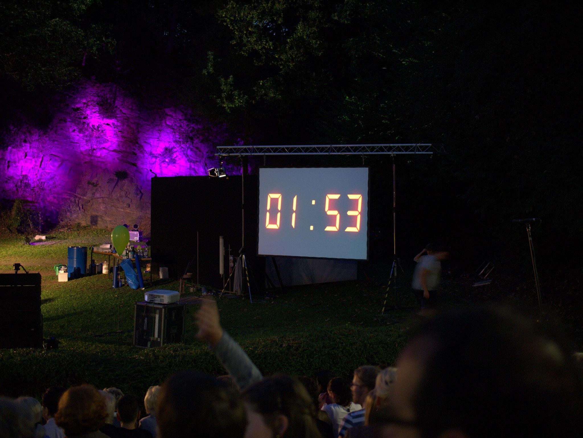 Ein Countdown für die letzten zwei Minuten bis zum Start.