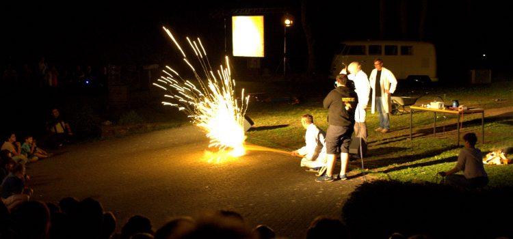 Feuer und Flamme für die Chemie – die Experimentalvorlesung auf der Mülheimer Freilichtbühne