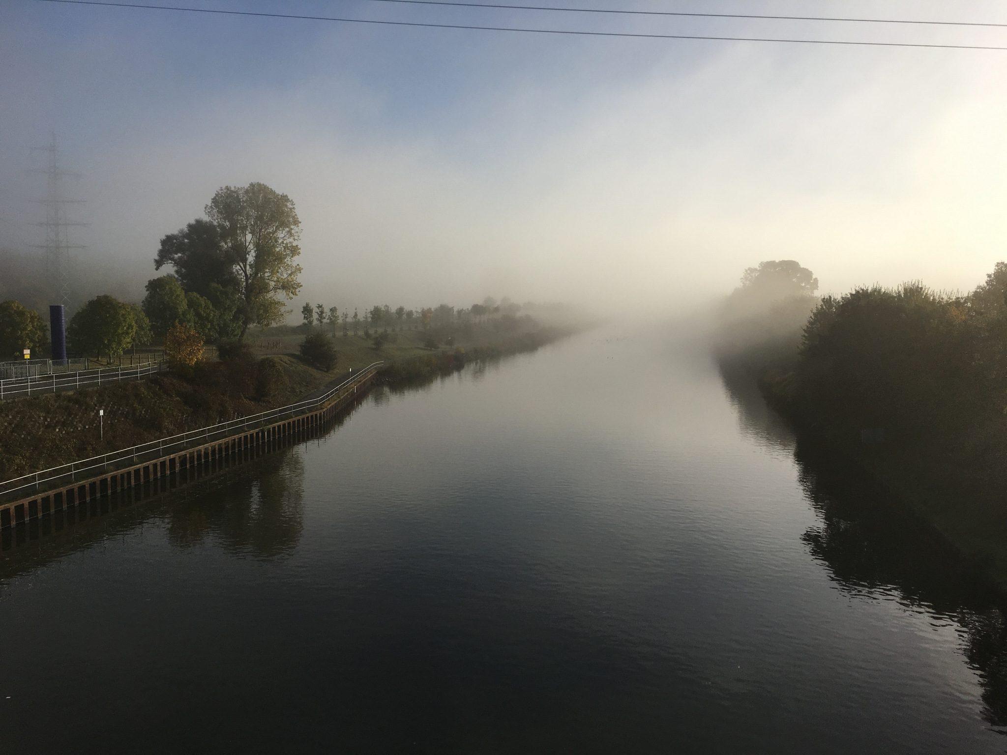 Rhein-Herne-Kanal vs. Nebel.
