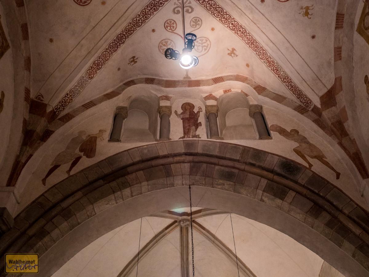 Richtender Christus mit Abel - der mit dem Lamm - und Kain - mit Ährenbündel.