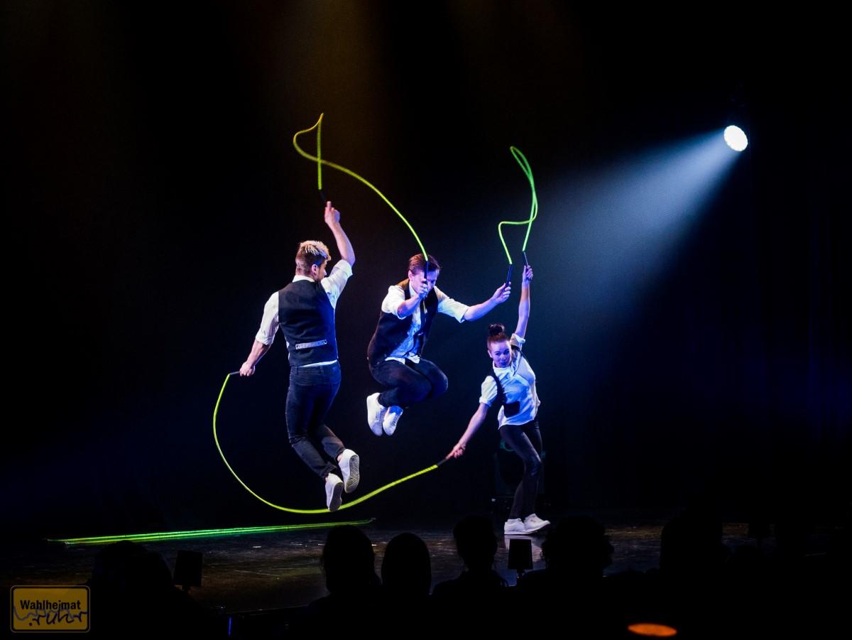 Drei Springseile und drei Akrobaten - eine quirlige Mischung!