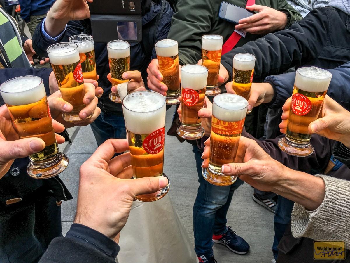Natürlich ist ein Bier in geselliger Runde am schönsten zu genießen!