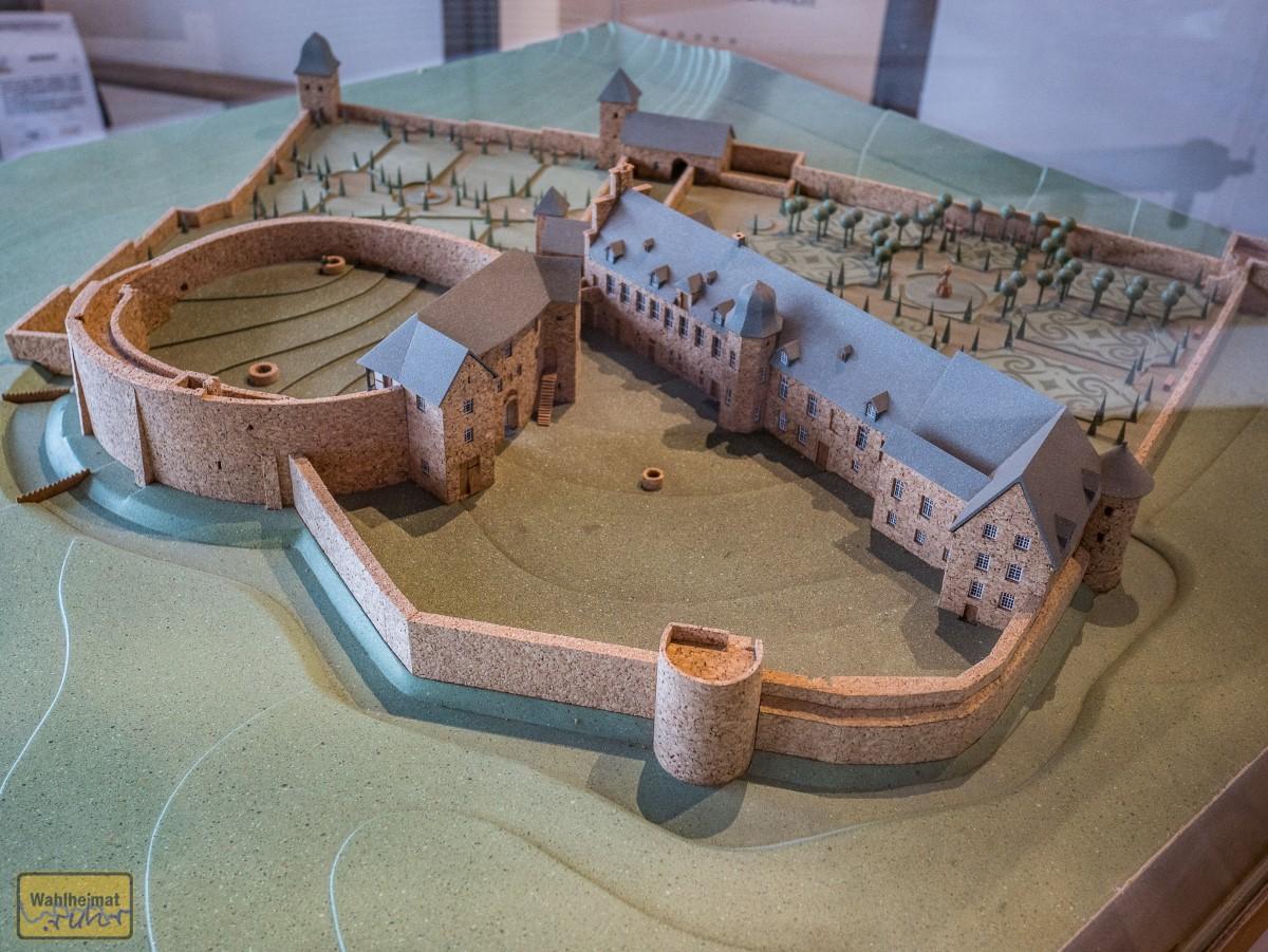 Liebevolles Modell vom Schloss in der größten Ausbaustufe. Wer entdeckt das Märchenzitat?