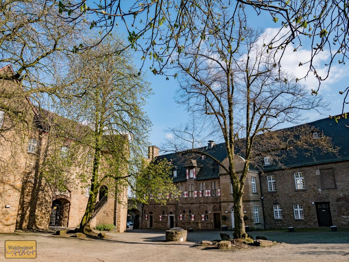 Im Schlosshof.