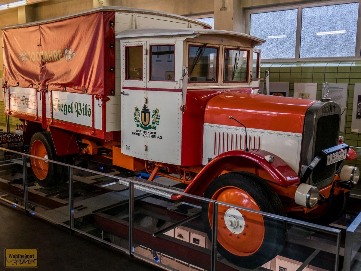 Schickes Teil: der historische Liefer-LKW von 1922.