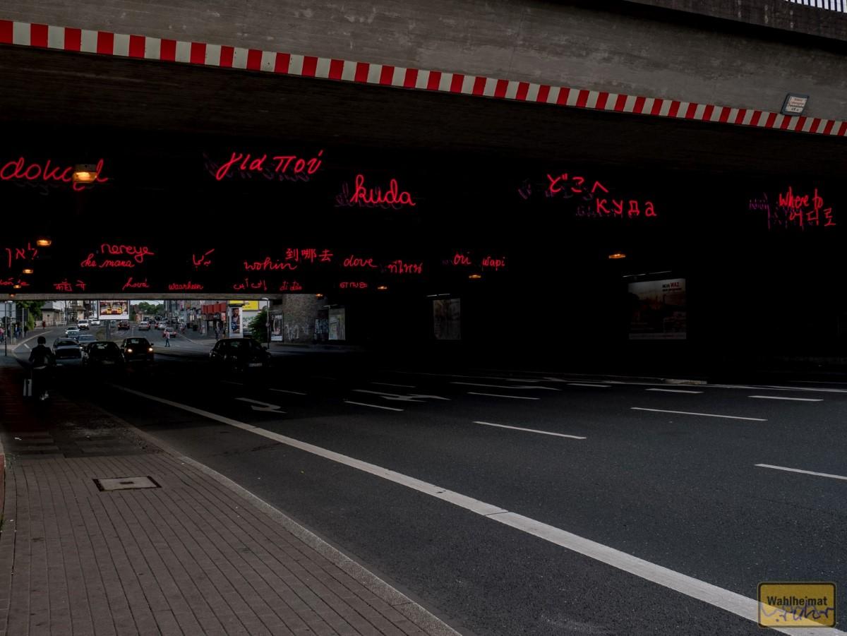 Direkt am Hauptbahnhof in der Unterführung: Kunst. Spielt glaub ich nicht im Film, aber wenn Ihr schon mal da seid...