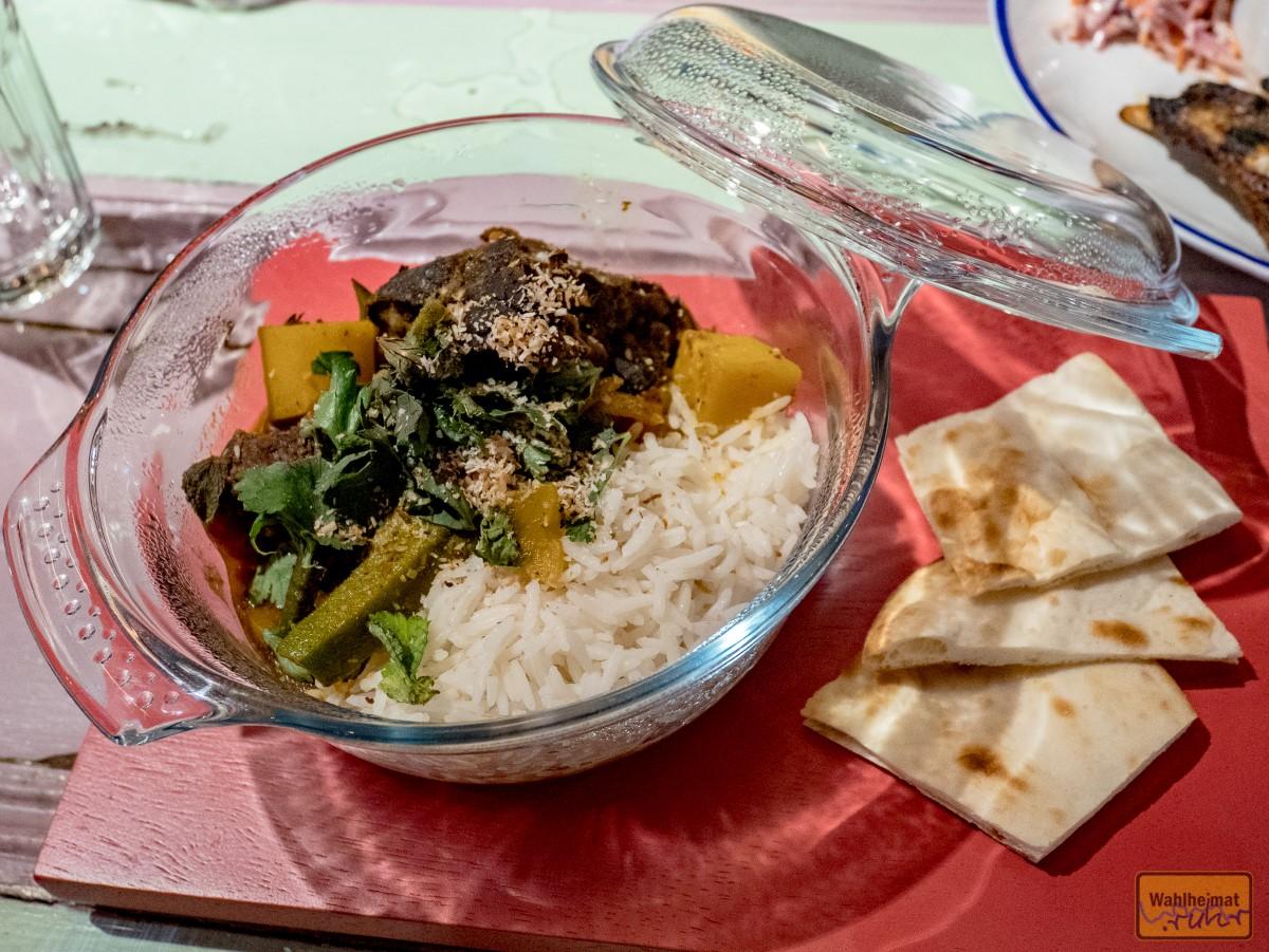 """...jeweils individuell schön hergerichtet. Typisch karibisch ist das """"Jerk"""" - eine leichte, aber gut zu den Gerichten passende Schärfe und Würze (die im Vergleich zu den Speiseangeboten von Turtle Bay in UK etwas abgemildert wurde für den Festlandgaumen)."""