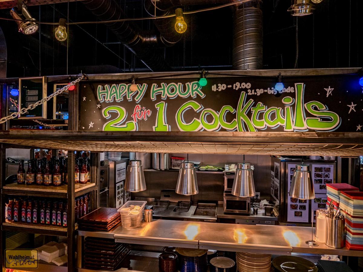 Cocktails gibt von 11:30-19:00 und ab 21:30 jeweils im 2:1-Angebot - Ihr bestellt einen Cocktail und bekommt ihn zweimal.
