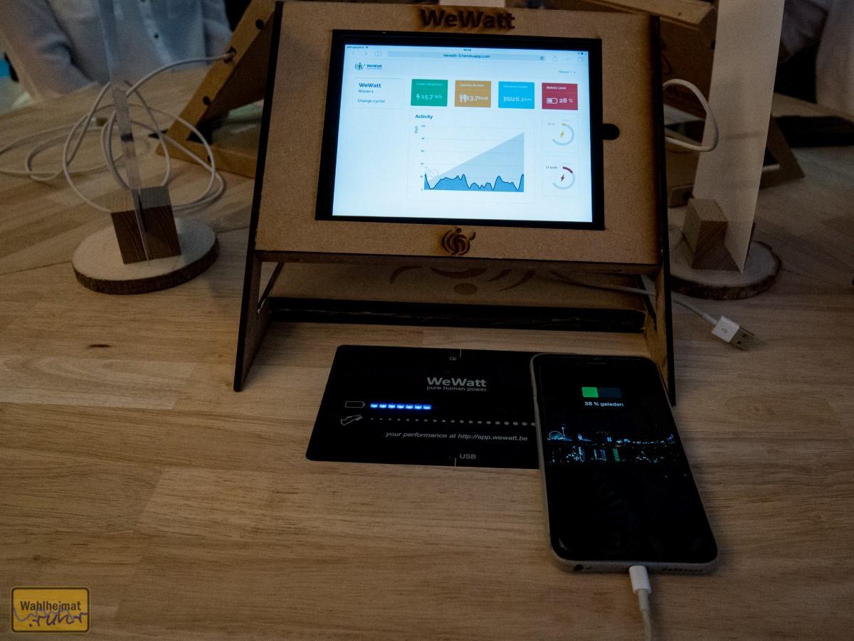 Es gibt sogar noch einen USB-Anschluss und Ihr könnt Euer Handy mit Energie versorgen!