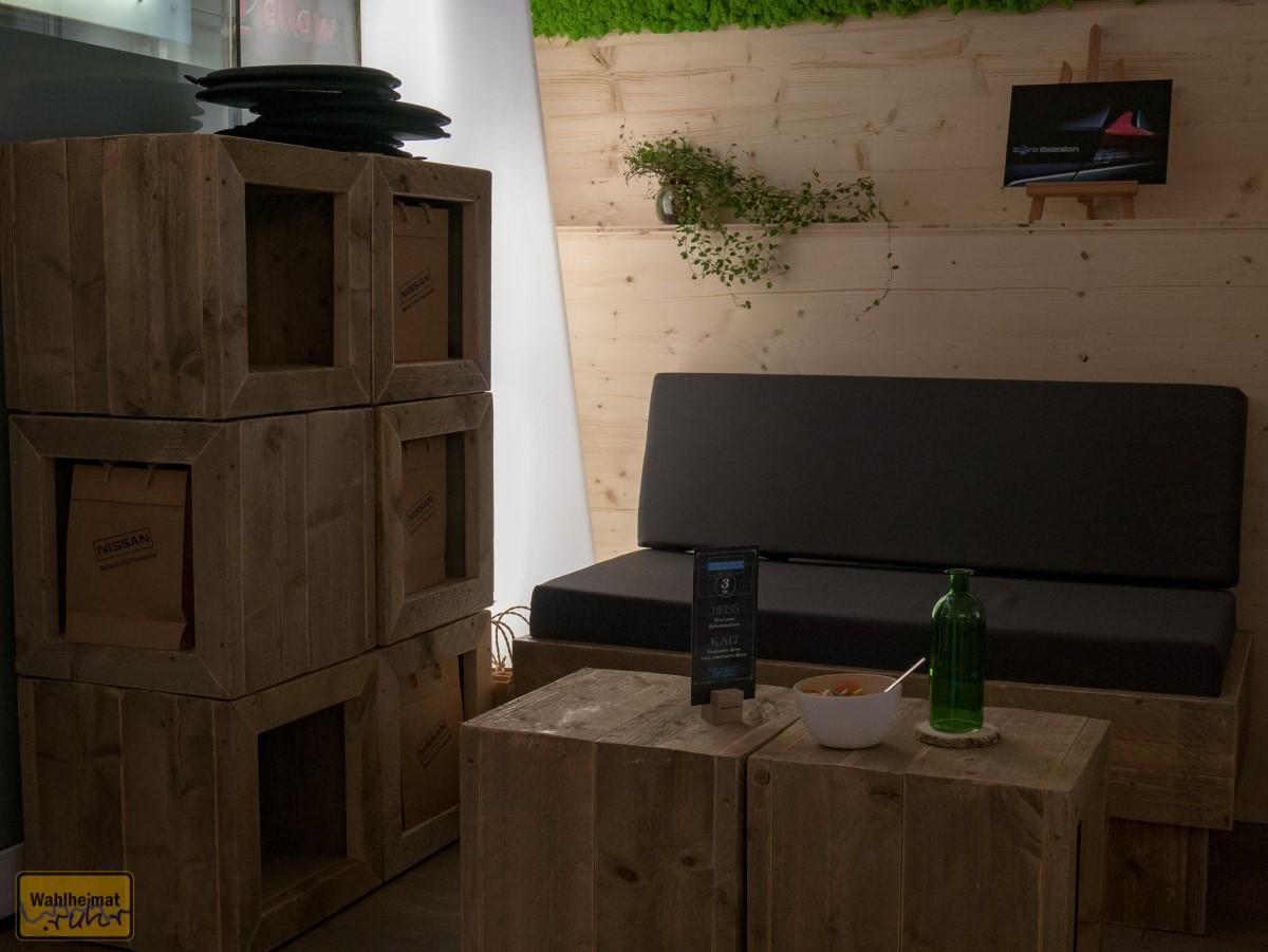 Das Pop-Up-Café lädt zum Verweilen ein - bei der Einrichtung wurde auf möglichst nachhaltiges Material geachtet.