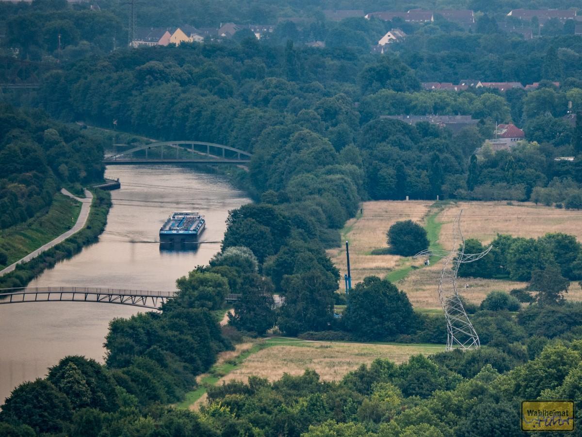 """Kurz vom Dach gelünkert - man hat einen wunderbaren Blick über das grüne Ruhrgebiet, auch an bedeckten Tagen. Hier habe ich den """"Zauberlehrling"""" entdeckt."""
