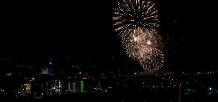 Haldenglühen – das Feuerwerk der Kirmes Crange von Halde Hoheward aus