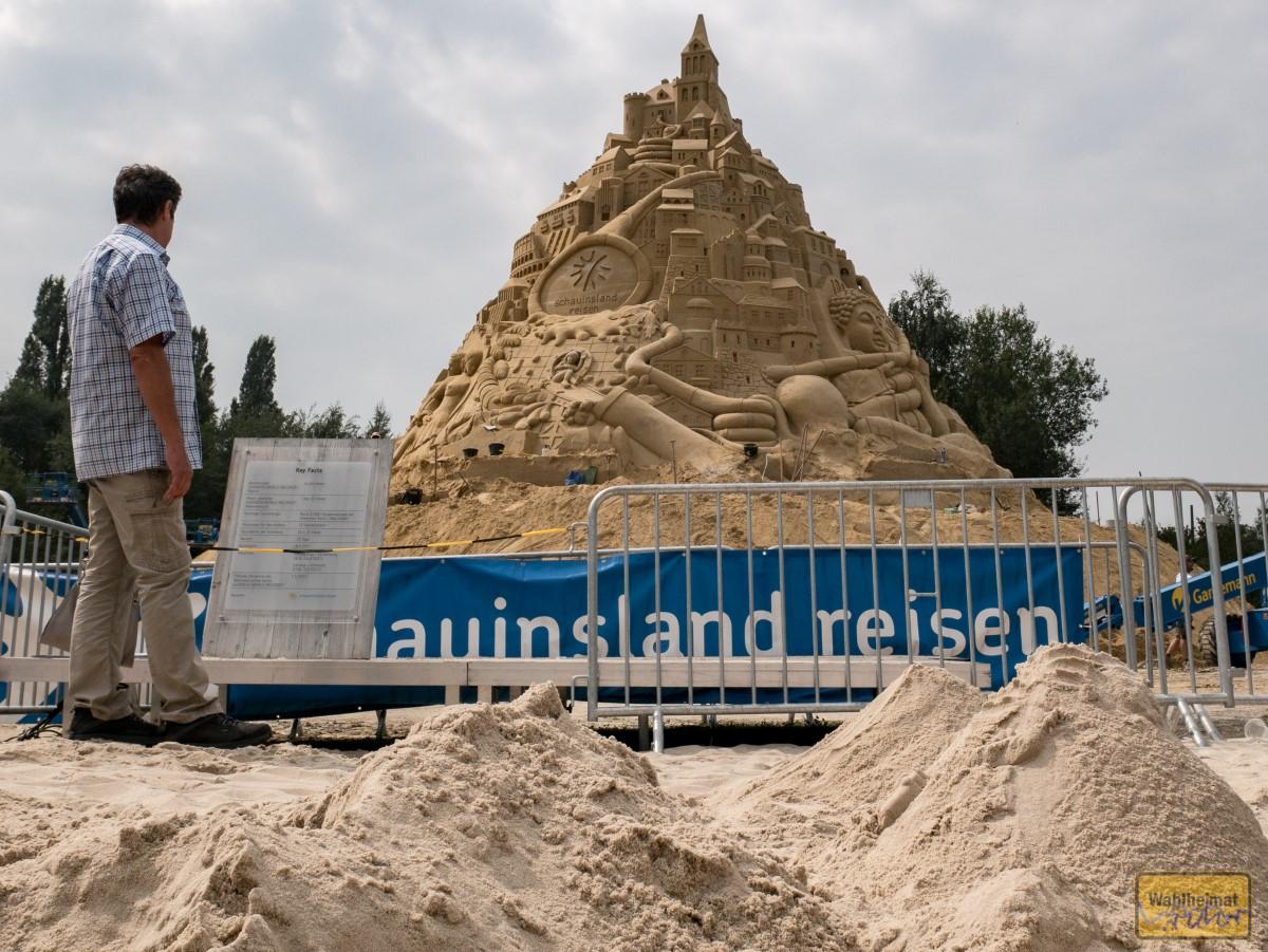 Auch vor der Sandburg liegt... Sand!