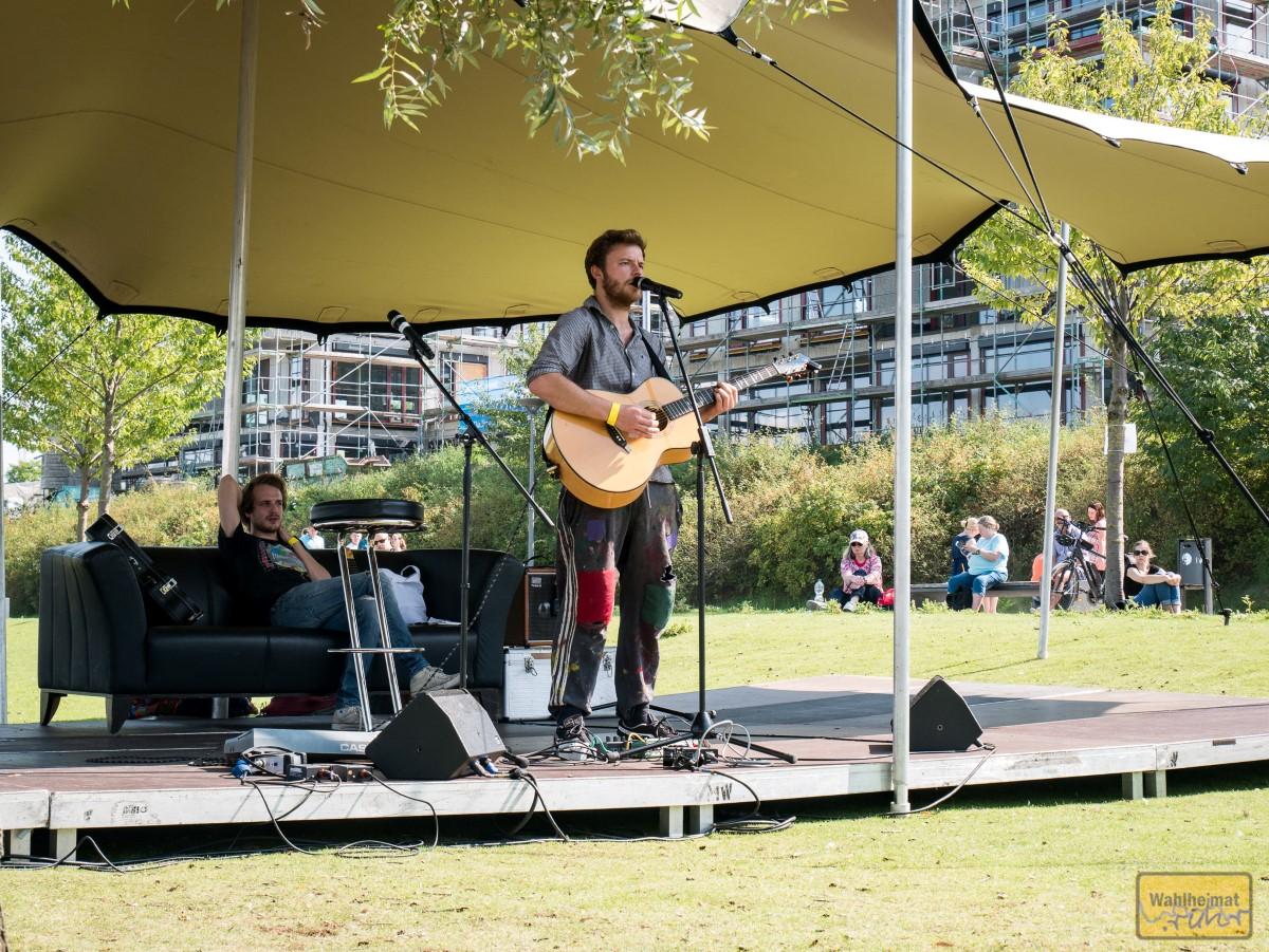 Übrigens wird beim Musikpicknick am Phoenixsee auch gesungen. Das muss dieser SongSlam sein.