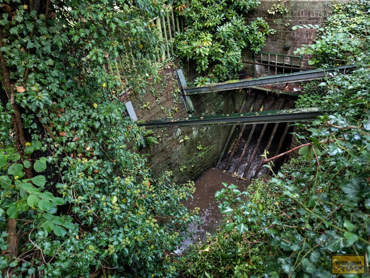 Ein paar Meter weiter fließt der Rumbach noch in den bisherigen Kanal.