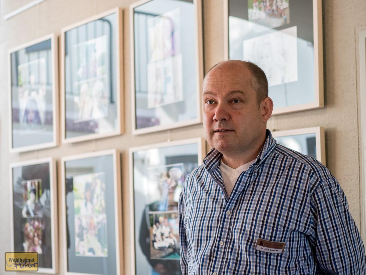 Museumleiter Dr. Jörg Schmitz eröffnet die Wechselausstellung.