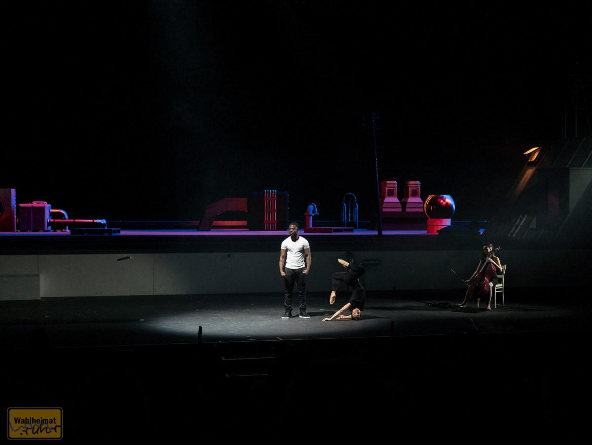 Nao Aerstix mit Artistic Breakdance - begleitet von Lih Qun Wong mit Cello und Loopstation.