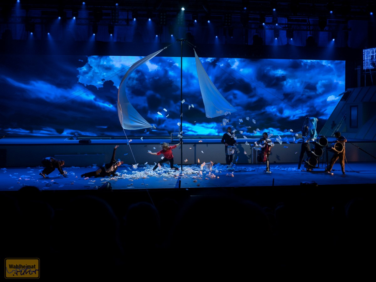 Hui, da fegt ein Sturm über die Bühne hinweg!