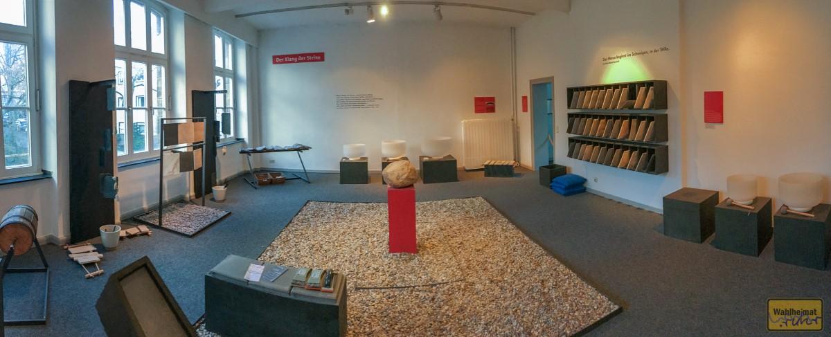 """Ein Panoramabild vom """"Klang der Steine""""-Raum."""