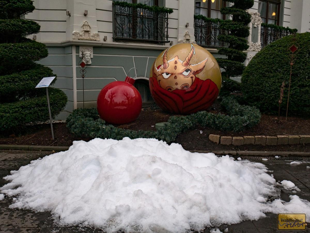 Kleine Schneehübbel sind überall attraktiv aufgeschüttet, ob es eine eigene kleine Schneekanone gibt?