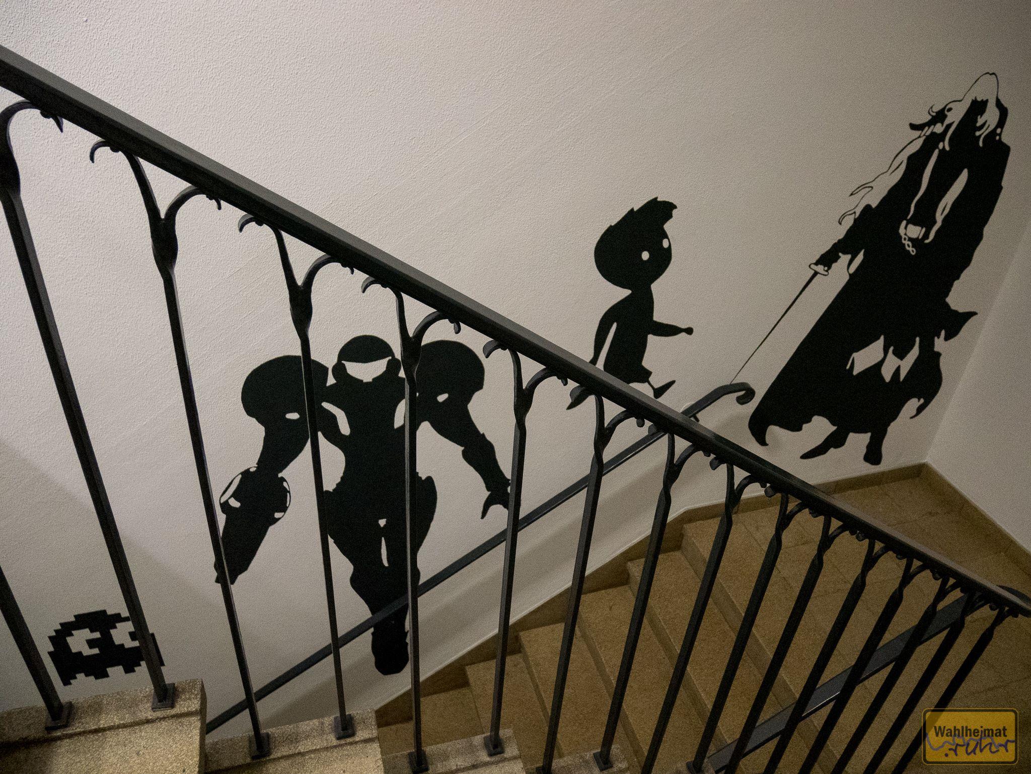 Schon die Treppe hoch grüßen Helden der Videospielewelt.