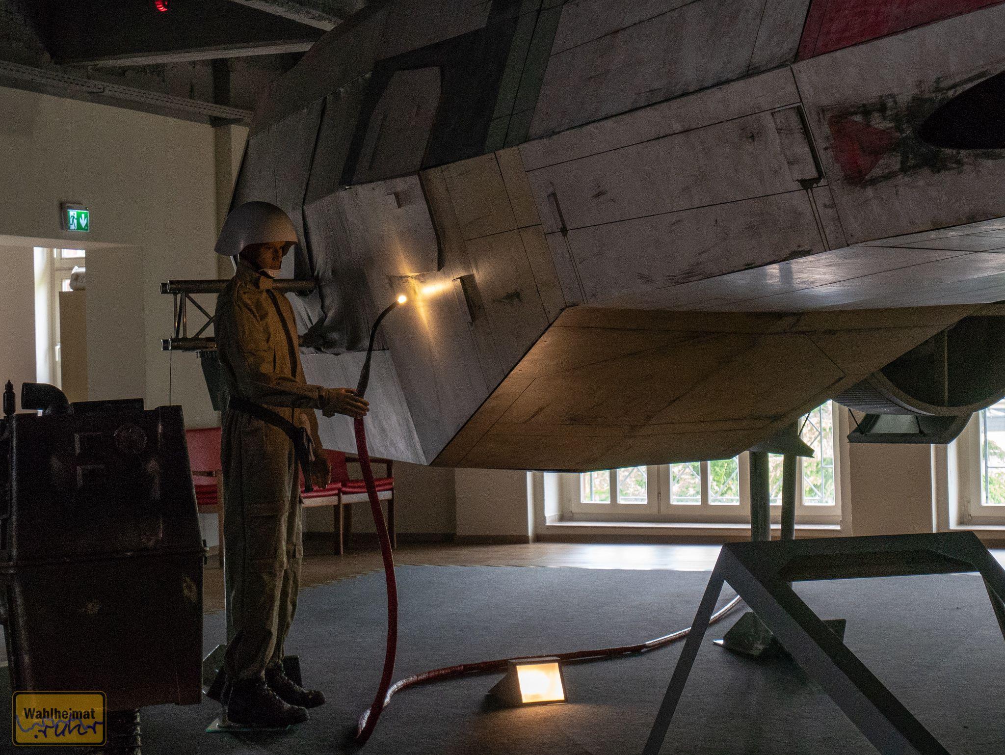 Hoffentlich kommt der X-Wing bald wieder in Gang, gibt wohl ne Menge zu reparieren...