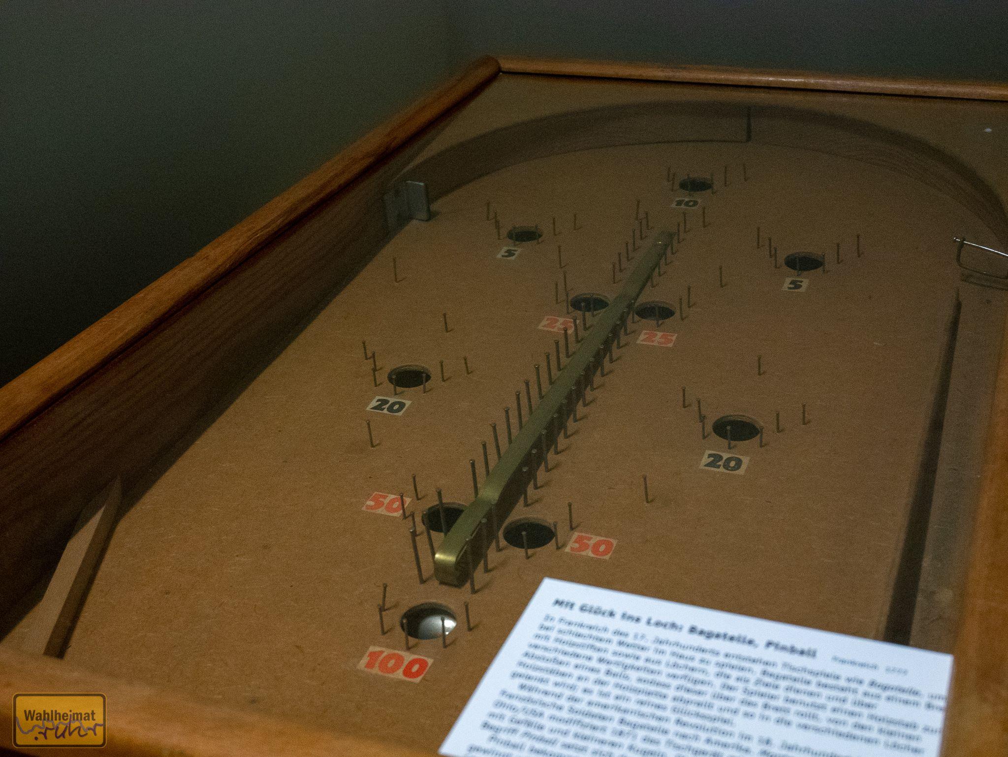 Einige uralte Flipper - als Vorgänger der Spielekonsolen quasi - sind ebenfalls zu Gast im Binarium.