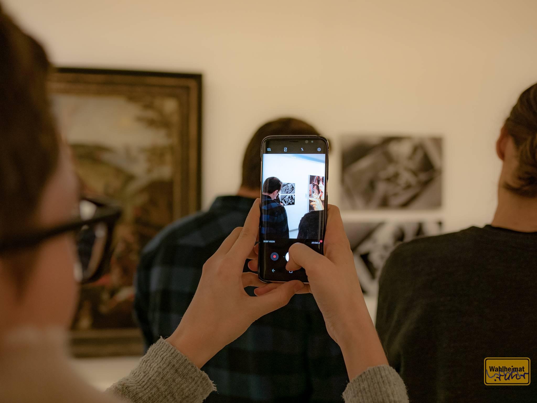 """Hier wird grad ein Handyfoto vom Handyfoto vom Handyfoto gemacht. Myriam Thyes """"Smart Tunnel 1+2""""."""