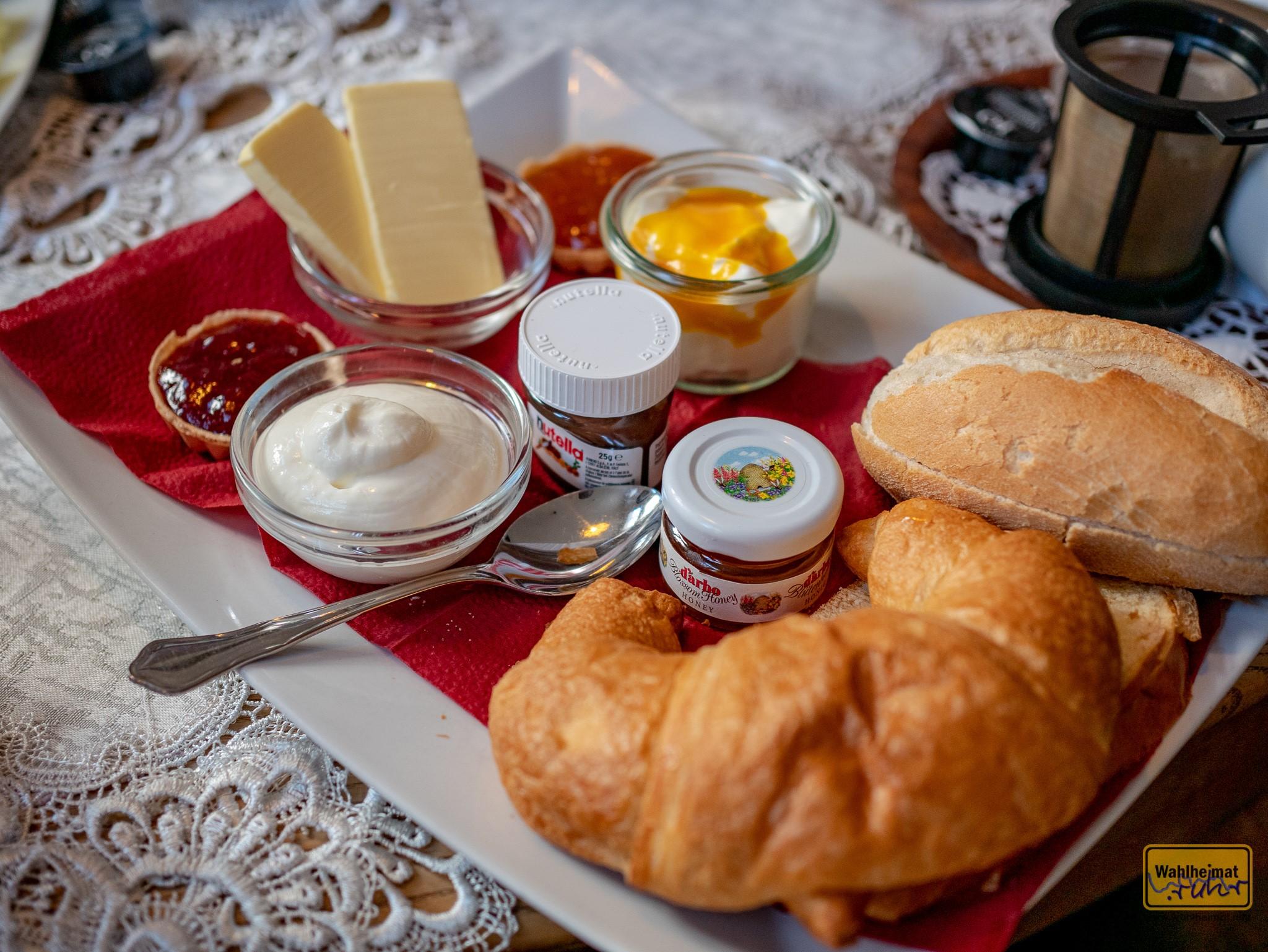Jeder Frühstücksteller ist liebevoll arrangiert.