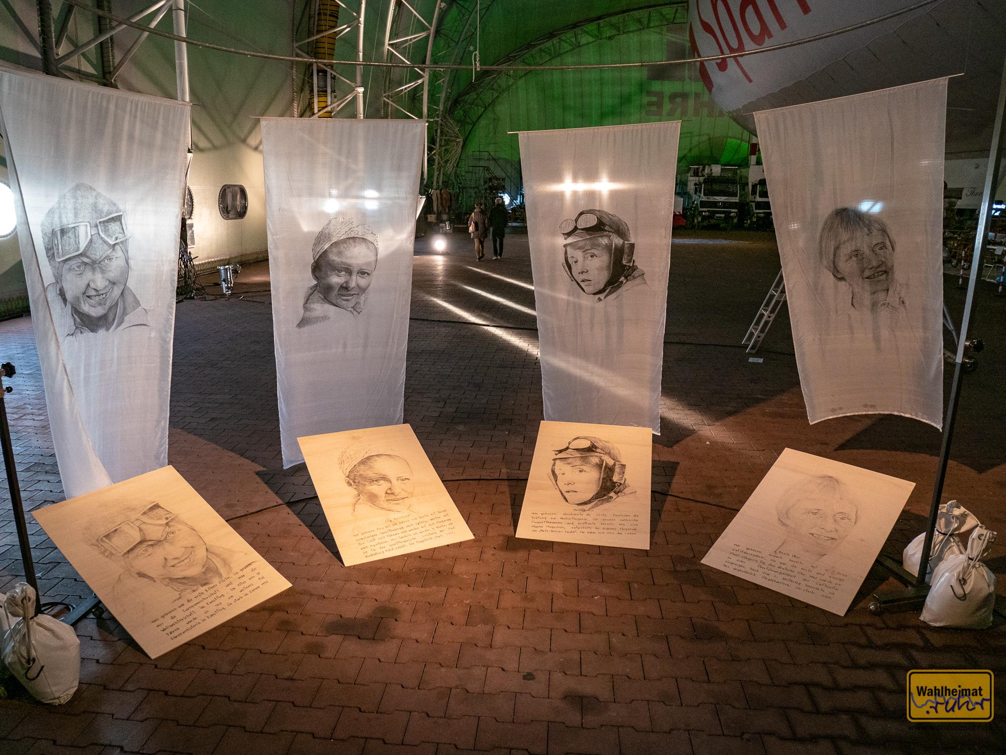 """Uwe Dieter Bleil schuf eine Hommage an weibliche Legenden der Lüfte, unter anderem hat er Beate Uhse auf Seidenbahnen gebannt, die sanft in der Luft schweben: """"Pionierinnen der Luft"""". Tolle Portraits!"""