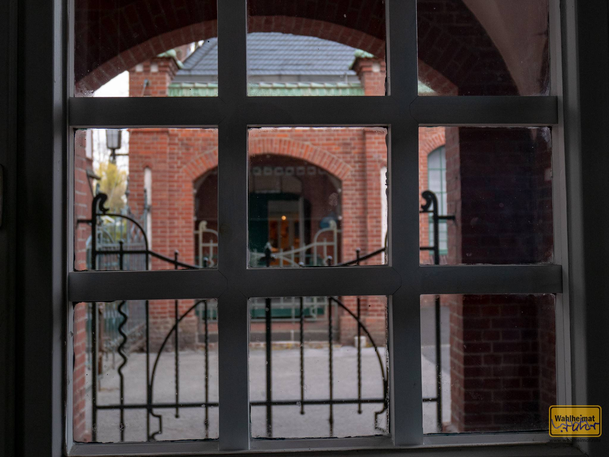 Blick zum heutigen Eingang hinüber.