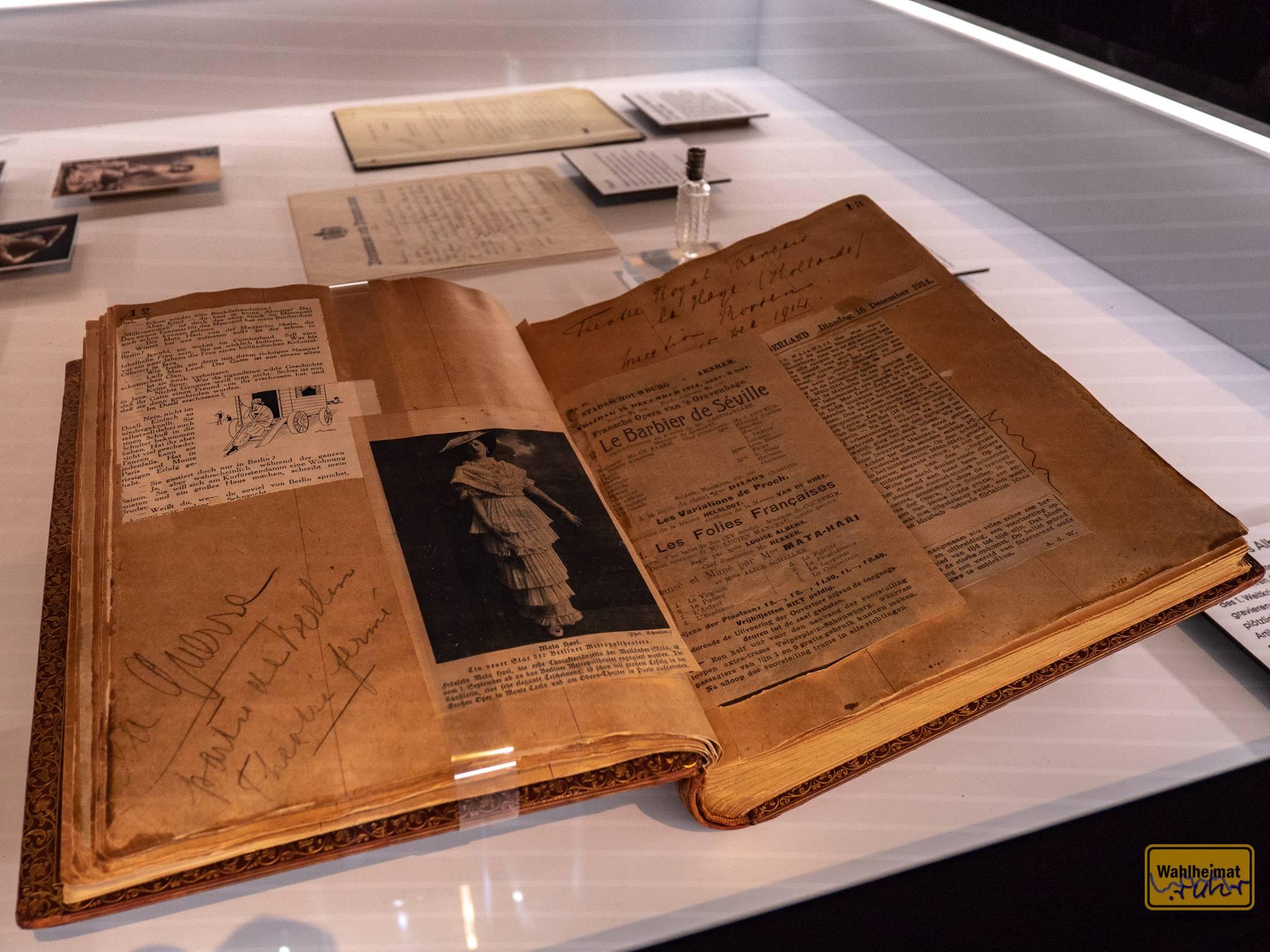 Mata Hari sammelte Berichte über sich selbst.