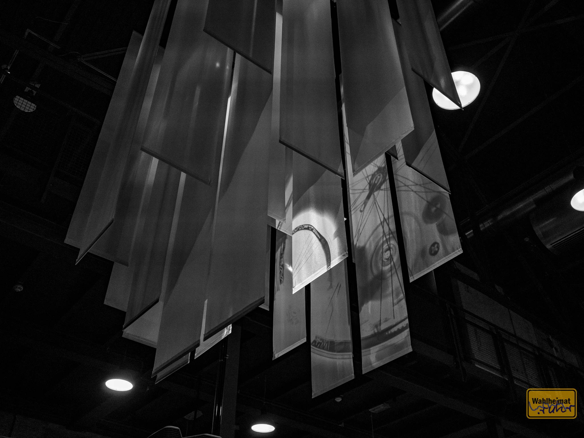 Tolle Projektionsflächen für Bewegtbild an der Decke - gleich mehrfach in der Ausstellung. Sehr gelungen.