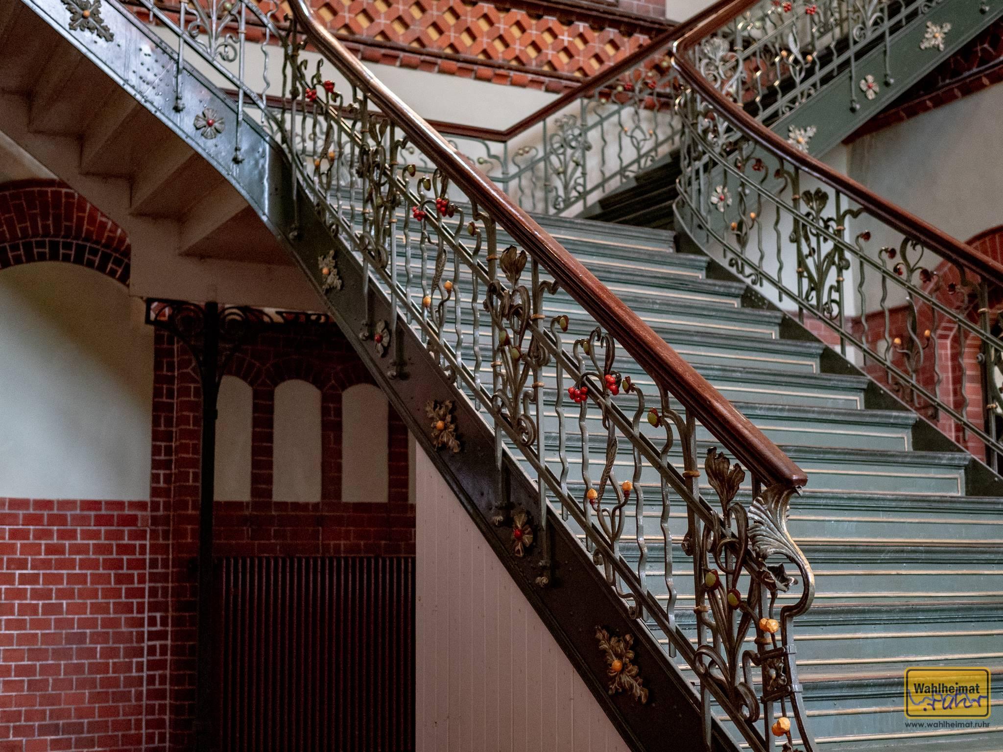 Diese Treppe ist ein wahres Schmuckstück, oder? Auch die Treppenstufen erzählen Geschichte, welche - das erfahrt Ihr auf der Führung.