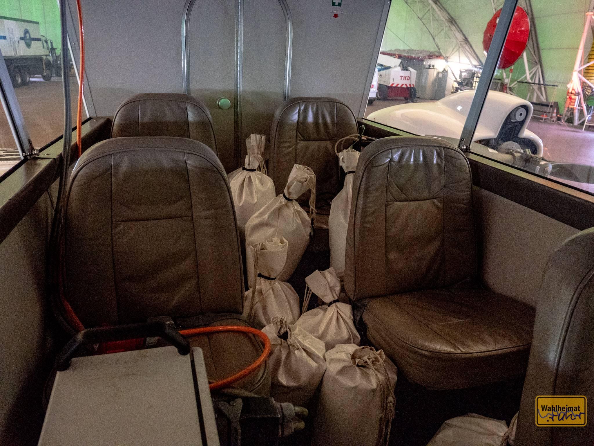 Bis zu 7 Fahrgäste und ein Pilot passen hier rein.